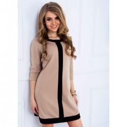 Kontrastinga moteriška suknelė